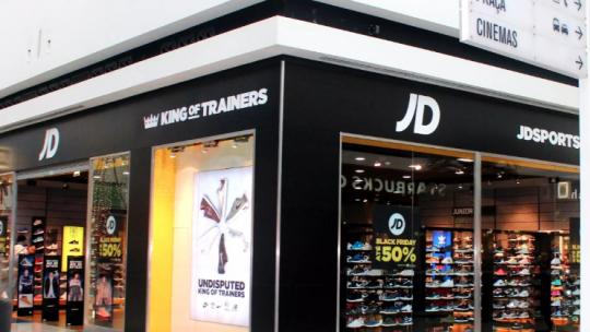 """JD Sports despede trabalhadores em período experimental e exige """"limpeza"""" de horas"""