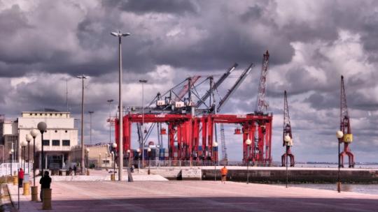 Porto de Lisboa: lock-out patronal para consumar despedimento de 134 estivadores