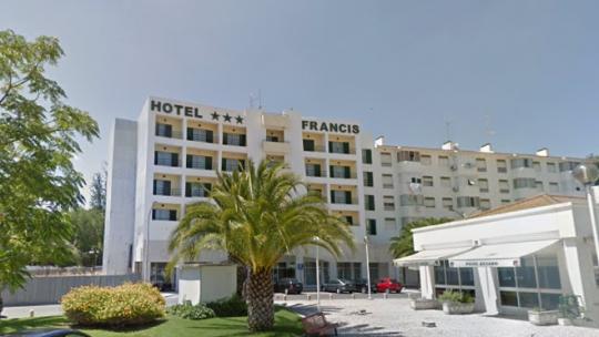Hotel Francis mantém funcionários a trabalhar após acionar lay off