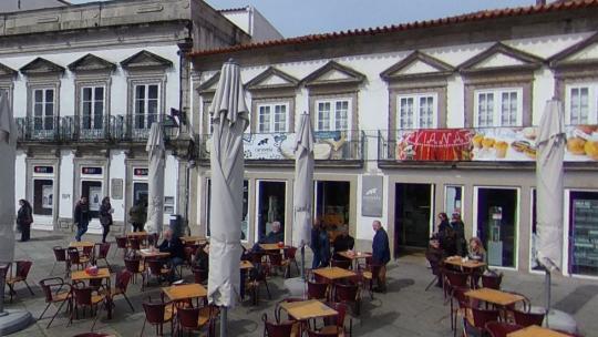 Pastelaria Caravela encerra sem aviso e deixa funcionários sem emprego e com salários em atraso em Viana do Castelo