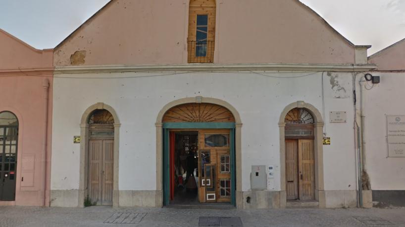 """""""Aquele lugar que não existe"""": despedimentos ilegais e salários pagos à semana em restaurante em Lisboa"""