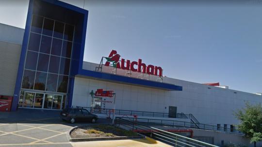 Auchan obriga trabalhadores a compensar horas não trabalhadas devido a novas restrições