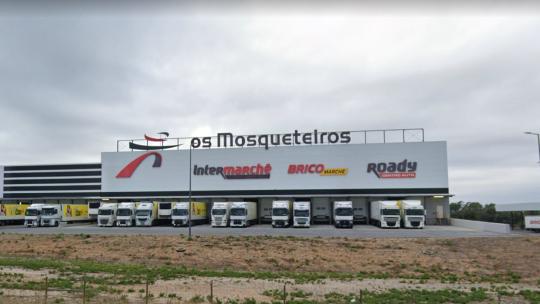Intermarché força funcionários administrativos a trabalho presencial na sede da empresa em Alcanena